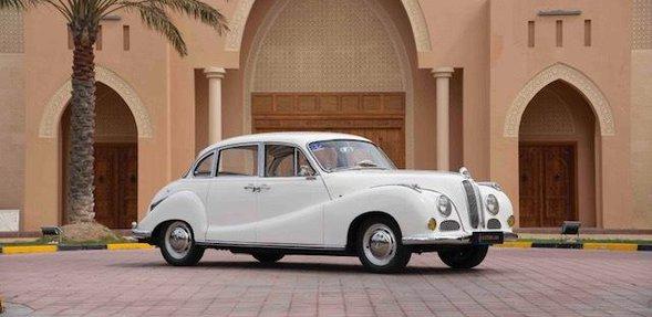 سيارة بي إم دبليو 1955 502. الإنتاج: 1954-1962. اللون: أبيض. سعة المحرك: 2.6 لتر V8. بلد المنشأ: ألمانيا