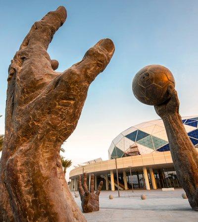 Lifesize installation showcasing bronze sculpted hands playing handball